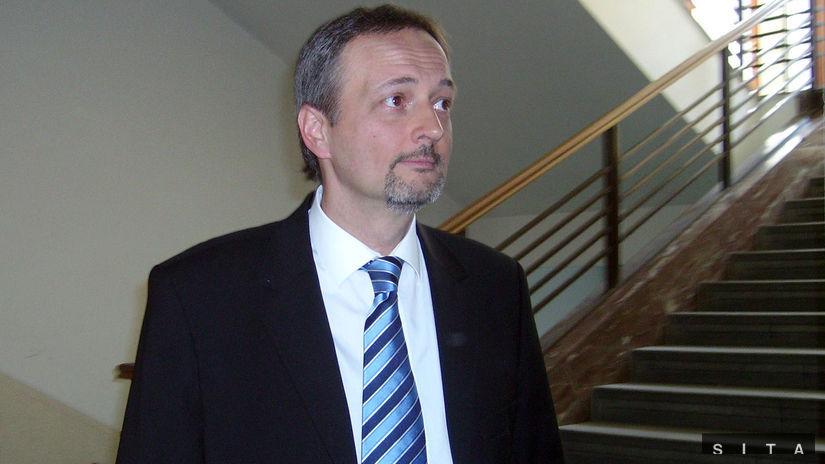Trestné konanie s Ivanom Lexom po zrušení Mečiarových amnestií prerušili - Domáce - Správy - Pravda.sk