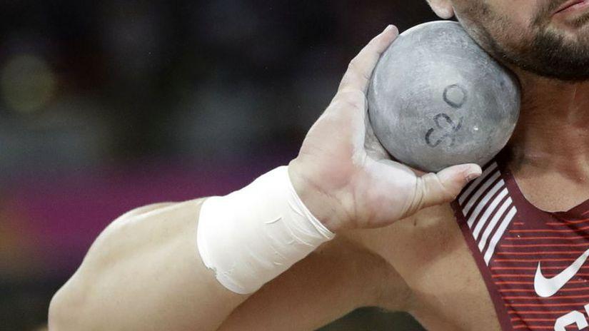 Tragédia na atletických pretekoch v Prahe. Po zásahu guľou zomrel ... 2c619506715