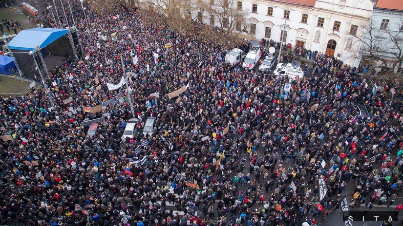 Protest Za slušné Slovensko v Bratislave zrušili 52c975bb833