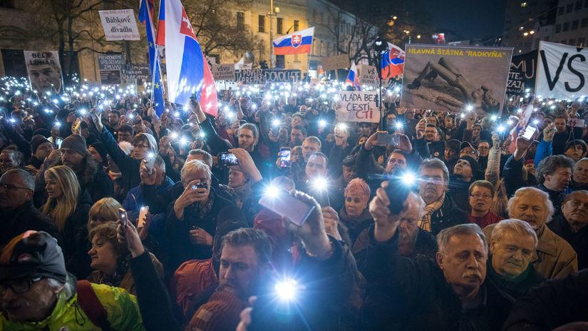 Ľudia v uliciach opäť žiadali slušné Slovensko a predčasné voľby ... 2e0324ac1ff