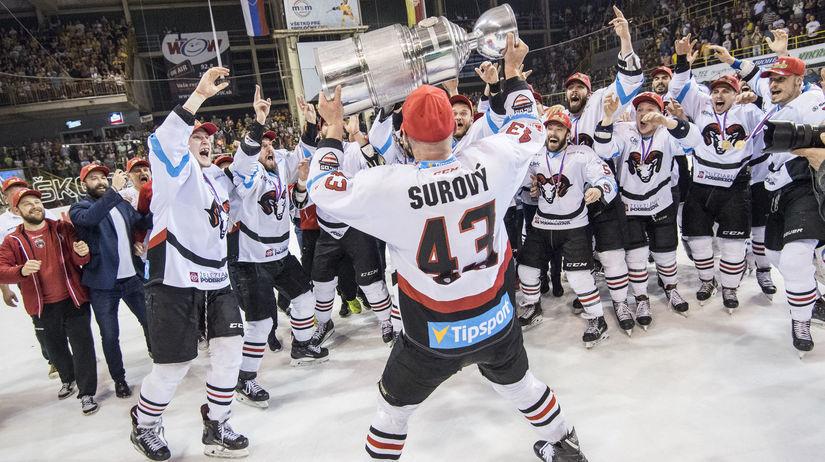 a5ce5062fd346 Dramatické finále, skvelý hokej. Bystrica vyhrala v Trenčíne a ...