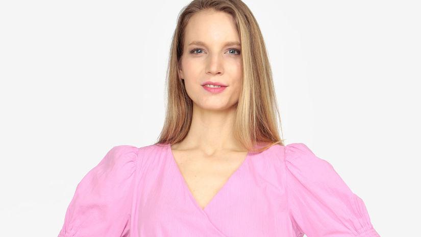 d80b7512e64f Zaviňte sa do zvodných blúzok! Toto je 9 tipov trendového odevu - Krása a  móda - Žena - Pravda.sk