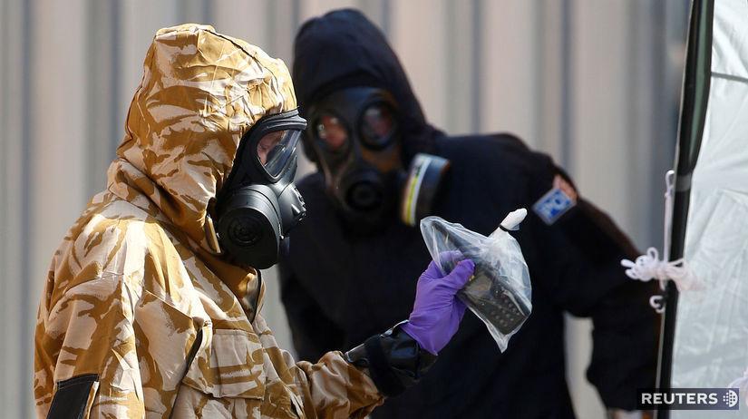 Britská polícia našla fľaštičku s novičokom, z ktorej sa otrávili muž a žena  - Svet - Správy - Pravda.sk
