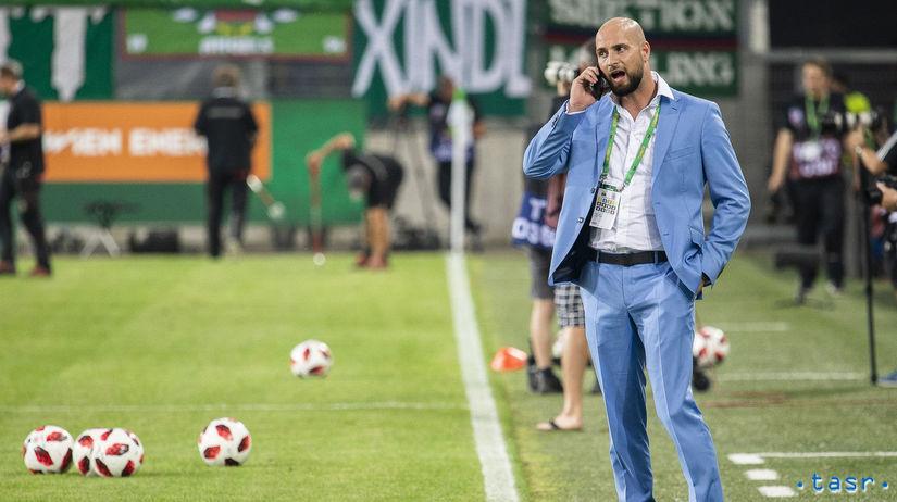 77ea2e881a443 Slovan mesiac bez trénera. Kmotrík ho kritizuje - Fortuna liga ...