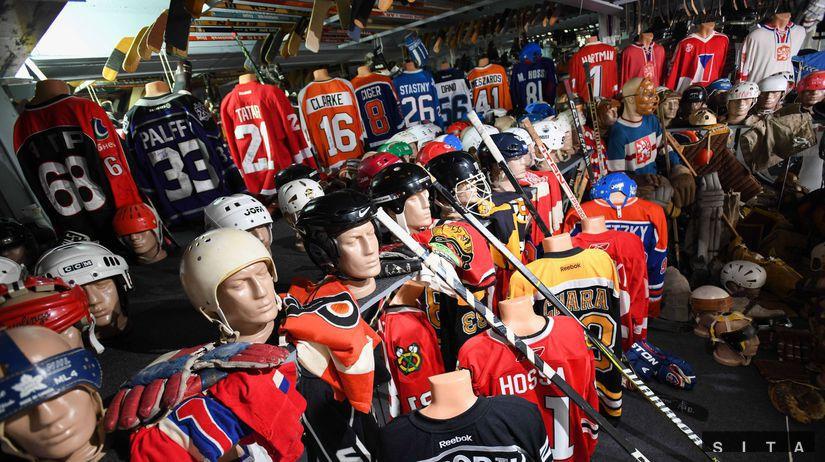051402fe7f188 FOTO: 900 exponátov, hokejky Gretzkyho či Dzurillu. Dukla otvorila ...