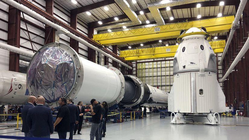 cc33502196 SpaceX je prichystaná na skúšobný let novej pilotovanej lode Dragon -  Vesmír - Veda a technika - Pravda.sk