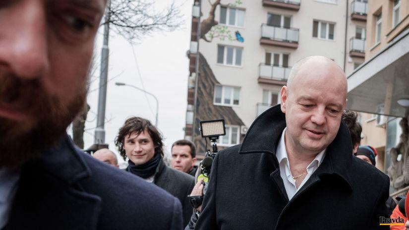 V kauze falšovania zmeniek má v pondelok vypovedať Klaus-Volzová  - Domáce - Správy - Pravda.sk