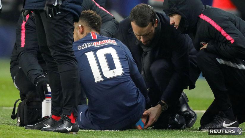 957a270c59a9b Zranenie Neymara počas zápasu proti Štrasburgu. Autor: Reuters, CHARLES  PLATIAU