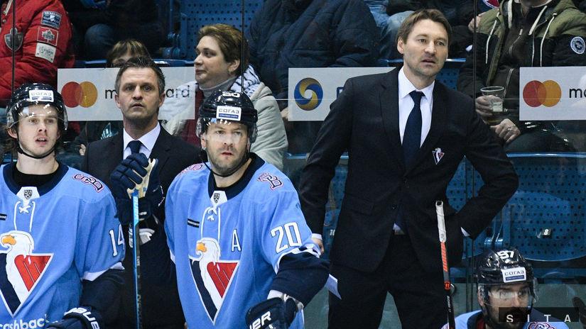 28ddf895da8c8 Slovan obliekol do brankárskeho výstroja útočníka - KHL - Hokej - Šport -  Pravda.sk