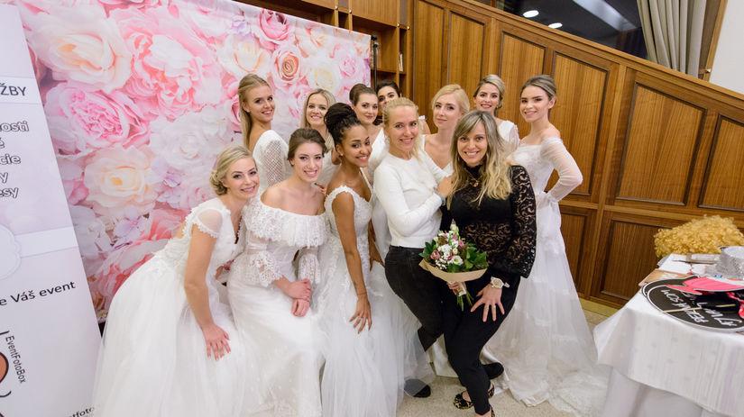 1db2ce3f82f1 Svadobné šaty očarili Trenčín - navrhla ich aj manželka Miku Häkkinena -  Krása a móda - Žena - Pravda.sk