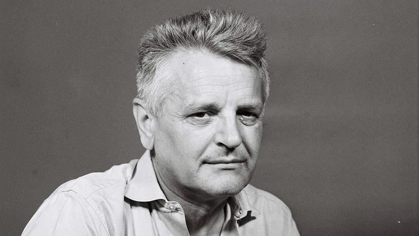 bf53380cc82b1 Ladislav Mňačko, červený Hemingway - Portrét - Žurnál - Pravda.sk