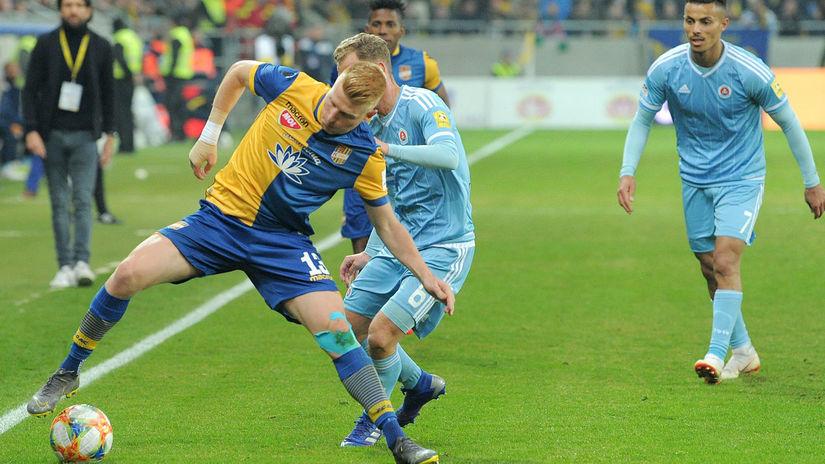 405287a91395c To viete, rozhodca bol Slovák, sťažoval sa maďarský hráč po výhre Slovana -  Fortuna liga - Futbal - Šport - Pravda.sk