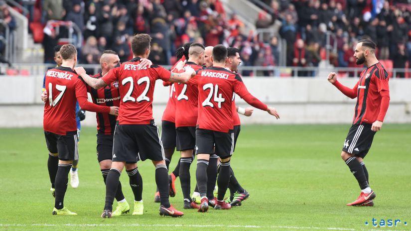 53f74deb17f73 Futbalisti Trnavy oslavujú gól do siete Dunajskej Stredy. Autor: TASR,  Lukáš Grinaj