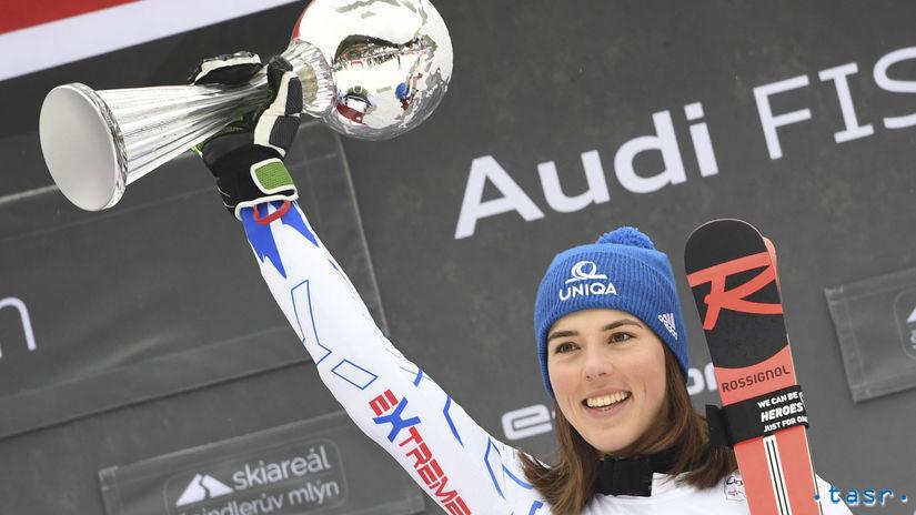 9f9273998 Petra Vlhová sa teší na pódiu z víťazstva v obrovskom slalome žien SP v  Špindlerovom Mlyne. Autor: TASR, Martin Baumann
