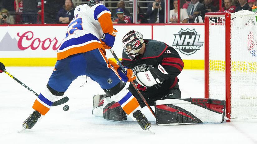 fa68bd65e6e97 Carolina zmietla Islanders a postúpila do konferenčného finále - NHL -  Hokej - Šport - Pravda.sk