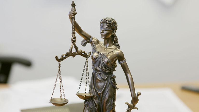 V prípade obvineného z lúpeže v dome advokáta Valka bude súd rozhodovať na Silvestra  - Domáce - Správy - Pravda.sk