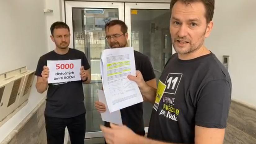 Matovič ukázal na Cypre schránky firiem, ktoré vraj patria Pente - Domáce - Správy - Pravda.sk