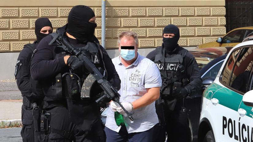 Všetci štyria obvinení v rámci akcie Plevel zostávajú vo väzbe - Domáce - Správy - Pravda.sk