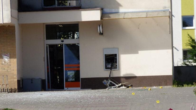 Polícia vyšetruje útok na bankomat v obci Šoporňa - Domáce - Správy - Pravda.sk