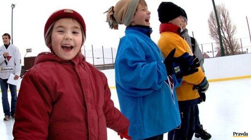 Klzisko, deti, korčuľovanie, zima, radosť