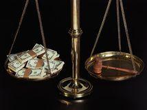 Kladivko, súd, zločin, trestný čin, rozsudok, spravodlivosť, úplatok, peniaze, korupcia