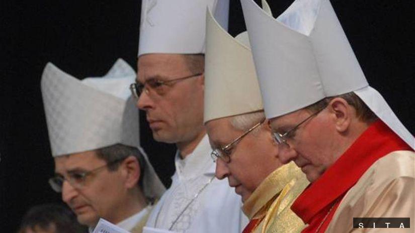 Biskupi, kňazi, cirkev, kostol, modlitba,...