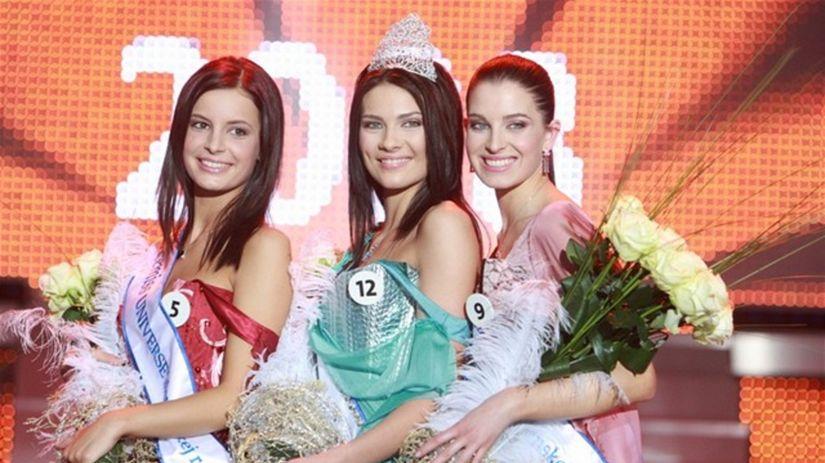 Zľava: II. vicemiss Lenka Hindická, Miss...