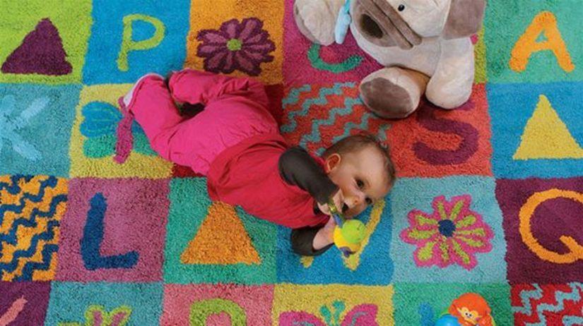 koberec - detská izba - dieťa - hračky - batoľa...