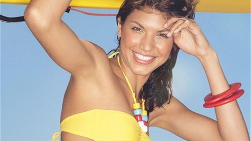 žena - leto - surf - žltá - plavky - potenie -...