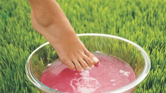 potenie - nohy - odvar - tráva - liečba