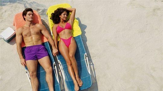 dovolenka - pár - oddych - slnko - muž a žena - opaľovanie