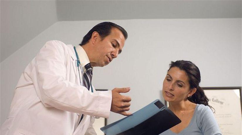 nemocnica - ambulancia - žena - lekár