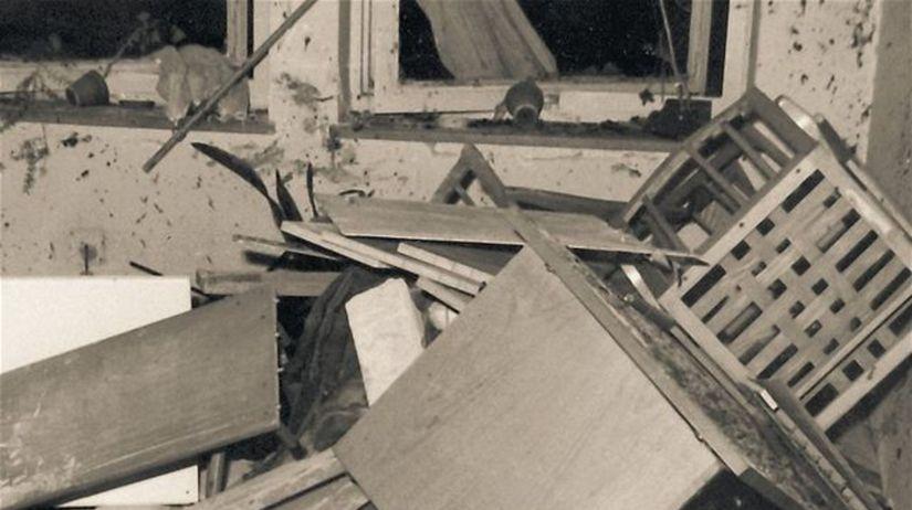 Kancelária po výbuchu