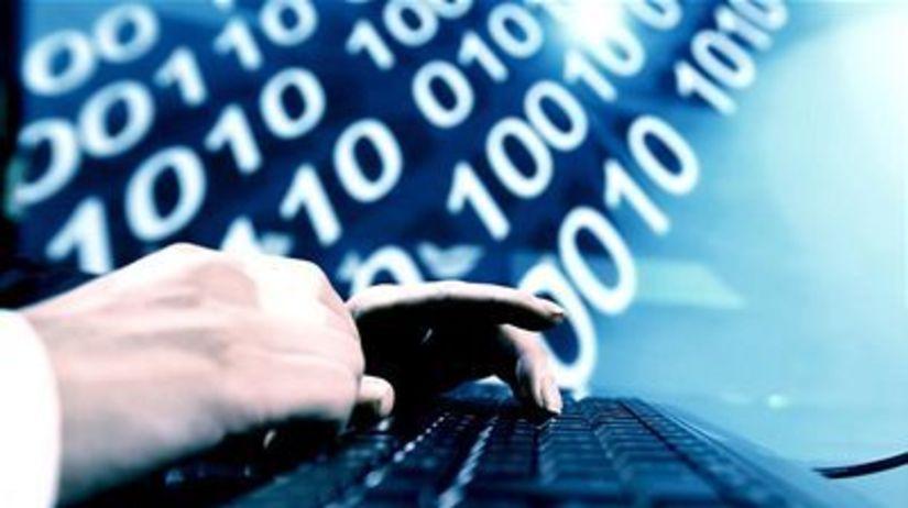 Počítač, internet banking, peniaze