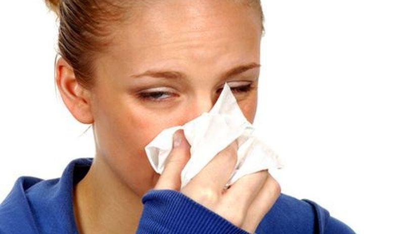žena - kýchanie - alergia - senná nádcha