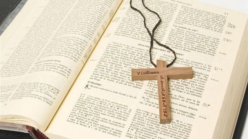 cirkev, kňaz, biblia, omša, kostol, kresťania,...
