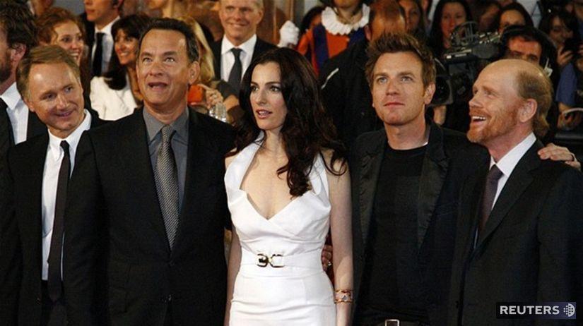 Zľava: Dan Brown, Tom Hanks, Ayelet Zurer, Ewan...