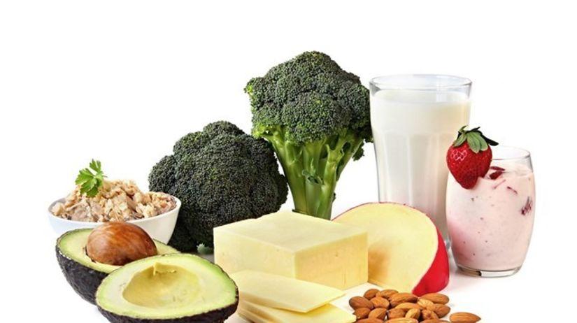 brokolica, syr, jogurt, avokádo, mlieko, mandle