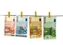 peniaze, euro, bankovky, na šnúre