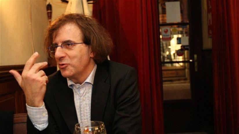 Francúzsky dirigent Didier Talpain propaguje...