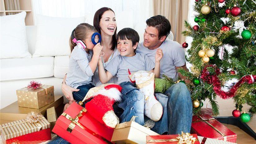 Vianoce, darčeky, rodina, stromček