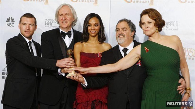Zľava: Sam Worthington, James Cameron, Zoe...
