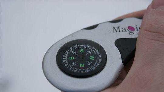 9ac61d9dd6d V druhom balíku sa nachádzal prijímač s pevným diskom, zvaný tiež Magio  Box, spolu s prepojovacím SCART káblom, diaľkovým ovládaním a dekódovacou  Smart ...