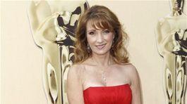 Jane Seymour - móda - červený koberec