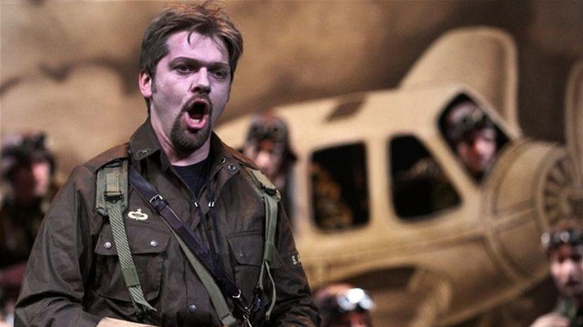 Pavol Remenár ako Valentin v Gounodovom Faustovi.