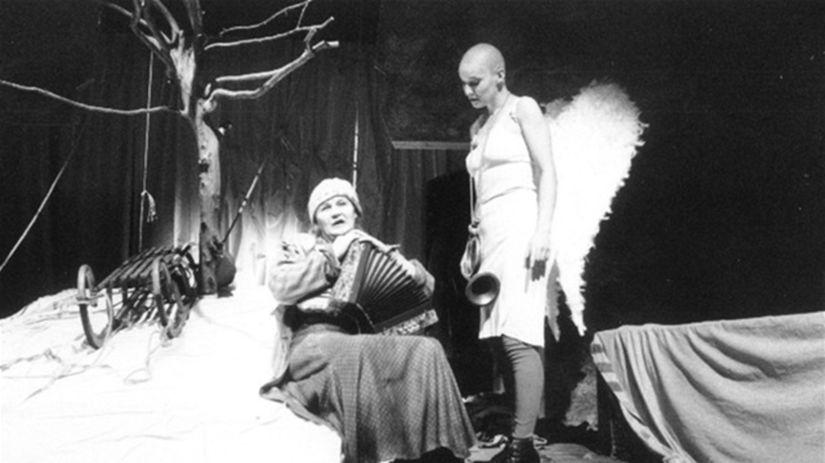 Zita Furková ako Klára v inscenácii Armagedon...