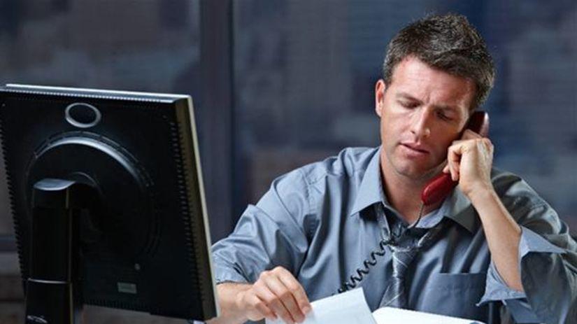 muž, práca, kancelária, počítač, telefón,...