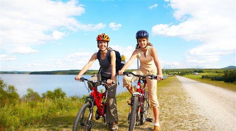 bicyklovanie - výlet - rodina - mama a dcéra -...