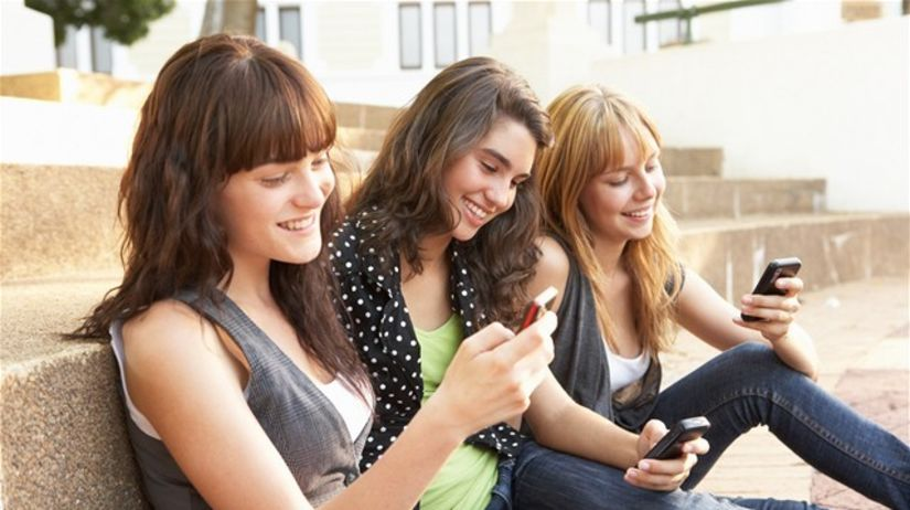 mládež, dievčatá, voľby, mobil, sms, študentky
