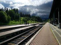 vlak, železnica, koľajnice, cestujúci, nástupište, stanica, mraky, počasie, dážď